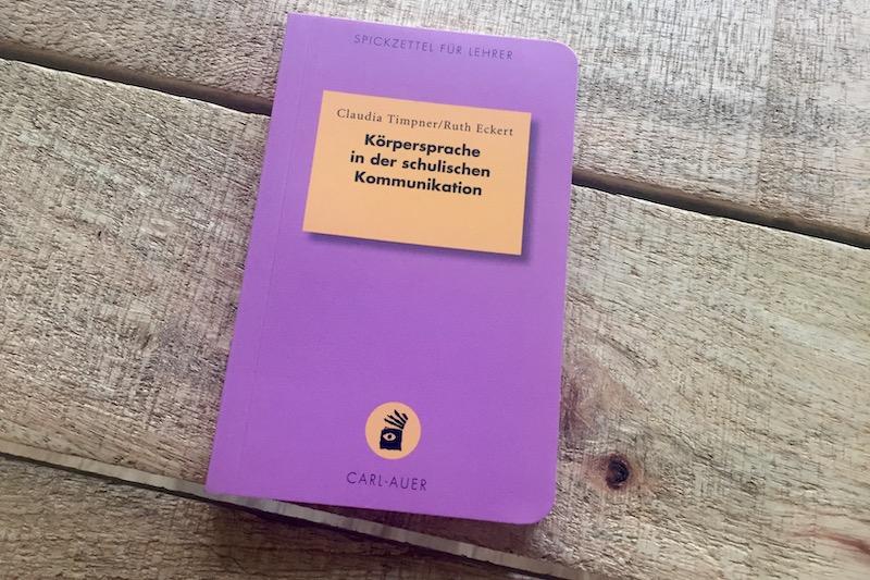 Ein Buch mit dem Titel Körpersprache in der schulischen Kommunikation