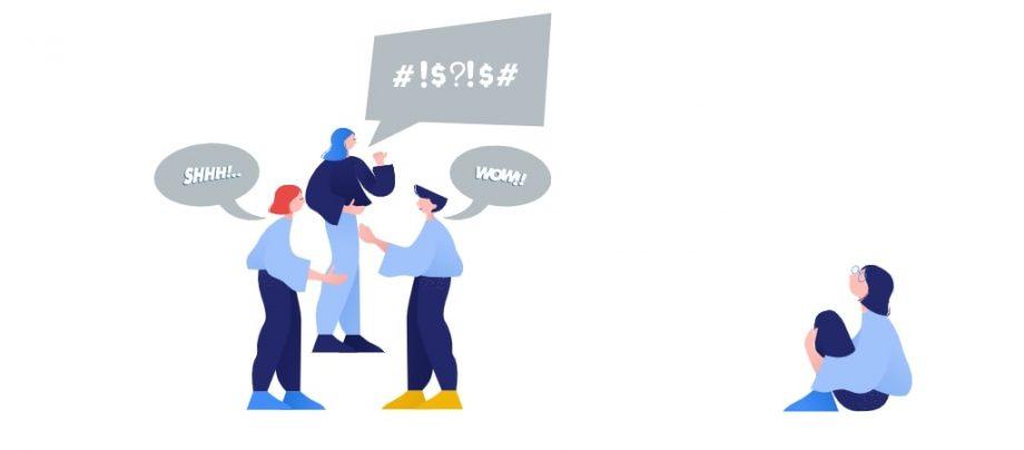Auf dem Bild sitzt eine Person traurig am Boden und wird von drei anderen beschimpft. Das Thema dieses Beitrags ist Mobbing unter Schülern und Schülerinnen.