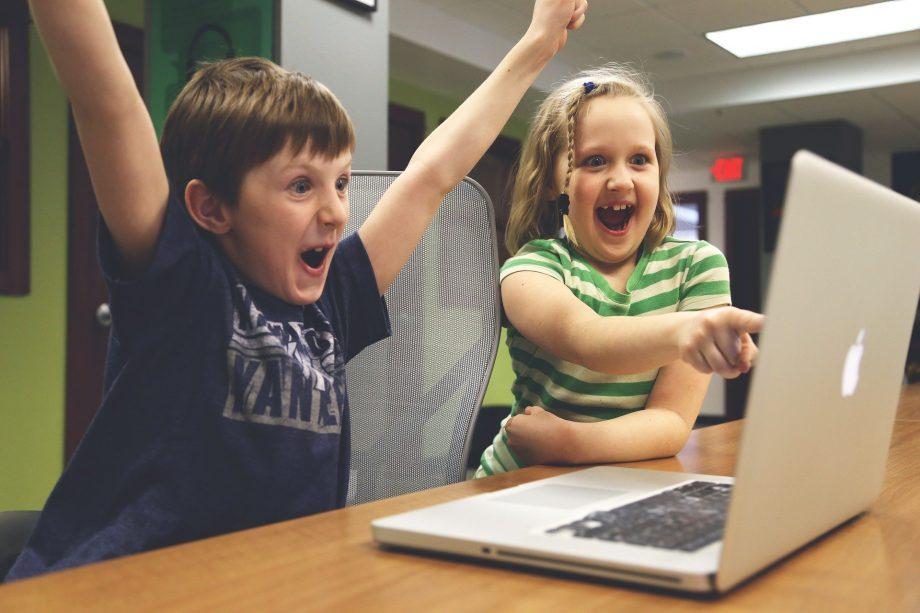 Wie geht Online-Unterricht? 5 Tipps für Eltern und Schulkinder