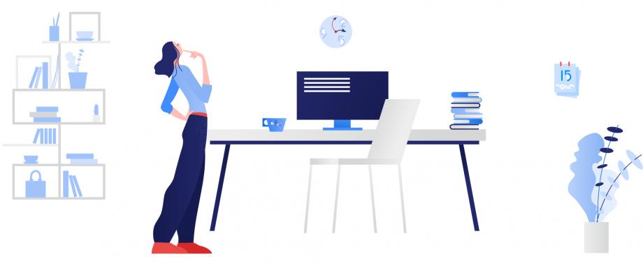 Eine Frau steht im Wohnzimmer vor dem Computer und ist nachdenklich. In diesem Beitrag werden hilfreiche Tipps für Lehrkräfte zum Thema Unterrichtsplanung vorgestellt.