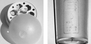Wir sehen einen Eierkocher mit Heizschale und einen Messbecher mit Skala. Mit Hilfe der Arbeitsblätter des Friedrich Verlags erfahren die Schüler und Schülerinnen, wie das Prinzip des Eierkochens aus physikalischer Sicht funktioniert.