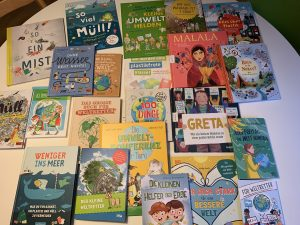 Sammlung von Büchern auf einem Tisch